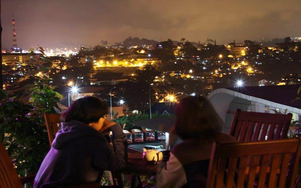 Cafe Dalat Night