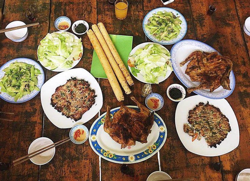 Gà nướng cơm Lam ở Đà Lạt