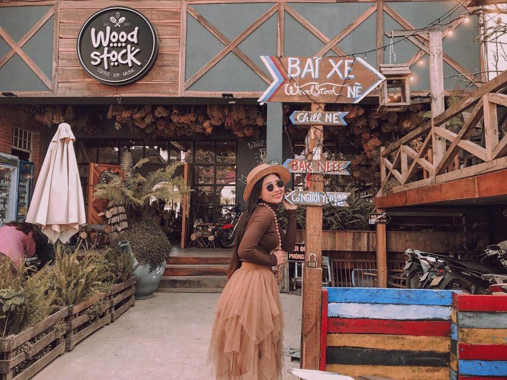 Quán cà phê Woodstock