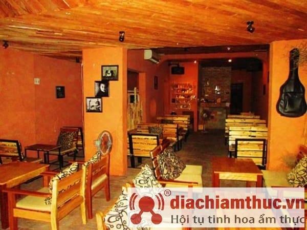 Eighteen House Café Nha Trang