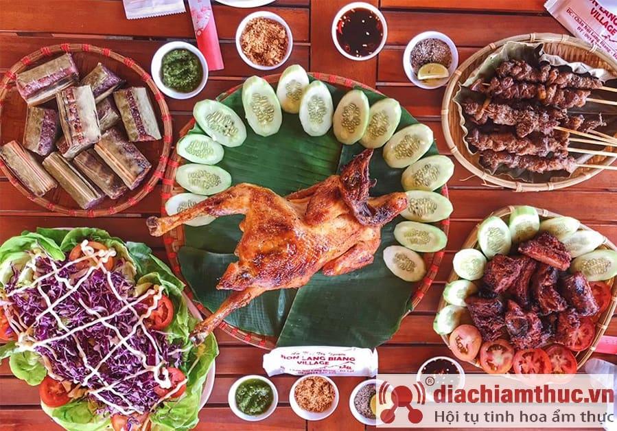 Gà nướng cơm lam Bon Lang Biang Village