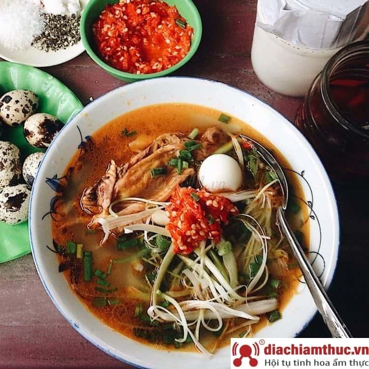 Bánh canh cá lóc dì Hương TP. Huế