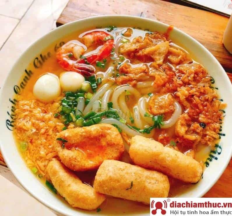 Bánh canh ghẹ Ô Chợ Dừa Hà Nội