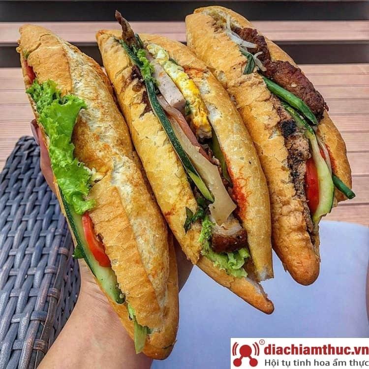 Bánh mì heo quay Big Bang Nha Trang