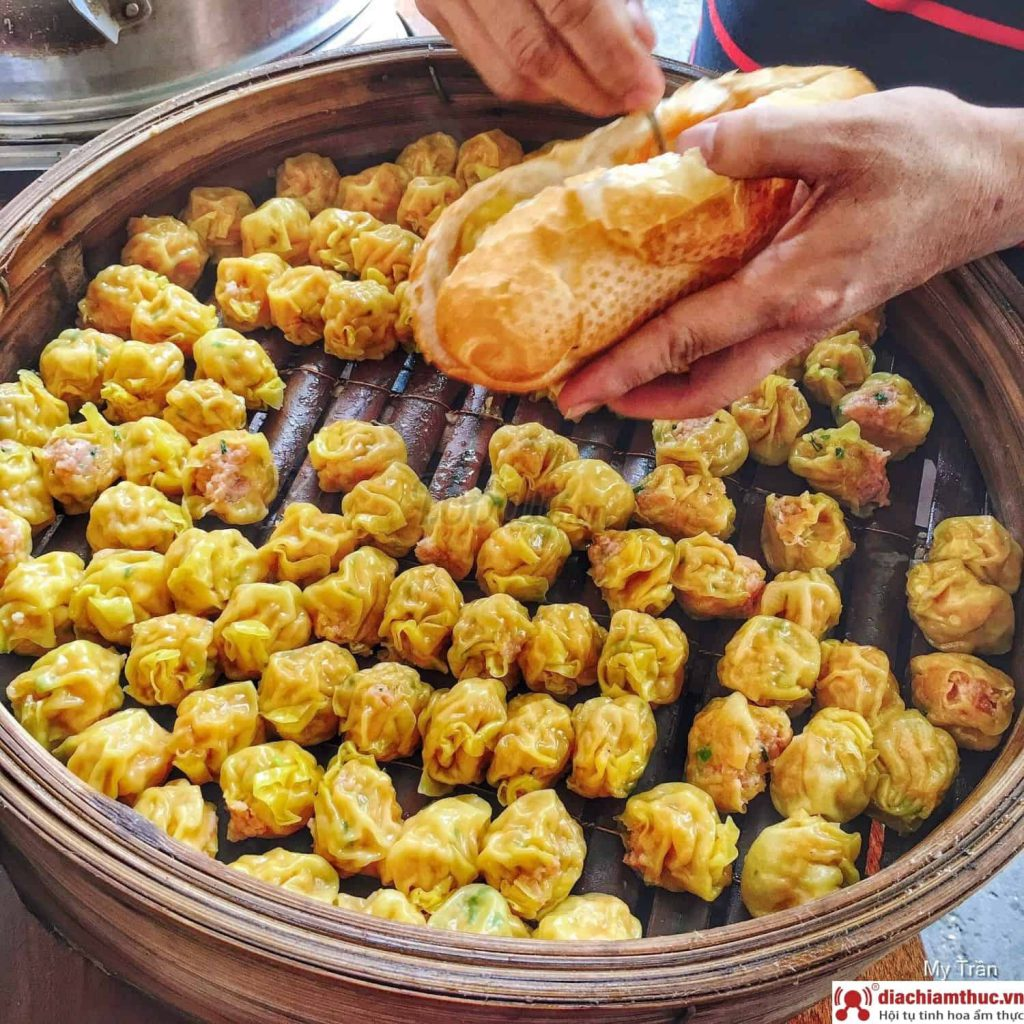 Bánh mì xíu mại Sài Gòn