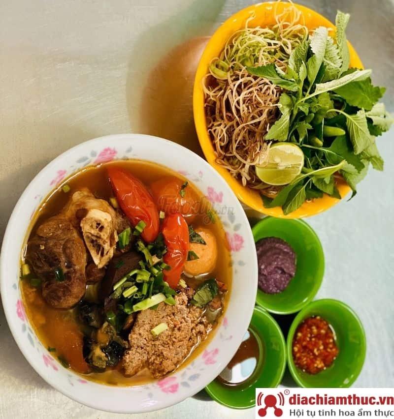 Bún riêu Nguyễn Cảnh Chân Quận 1