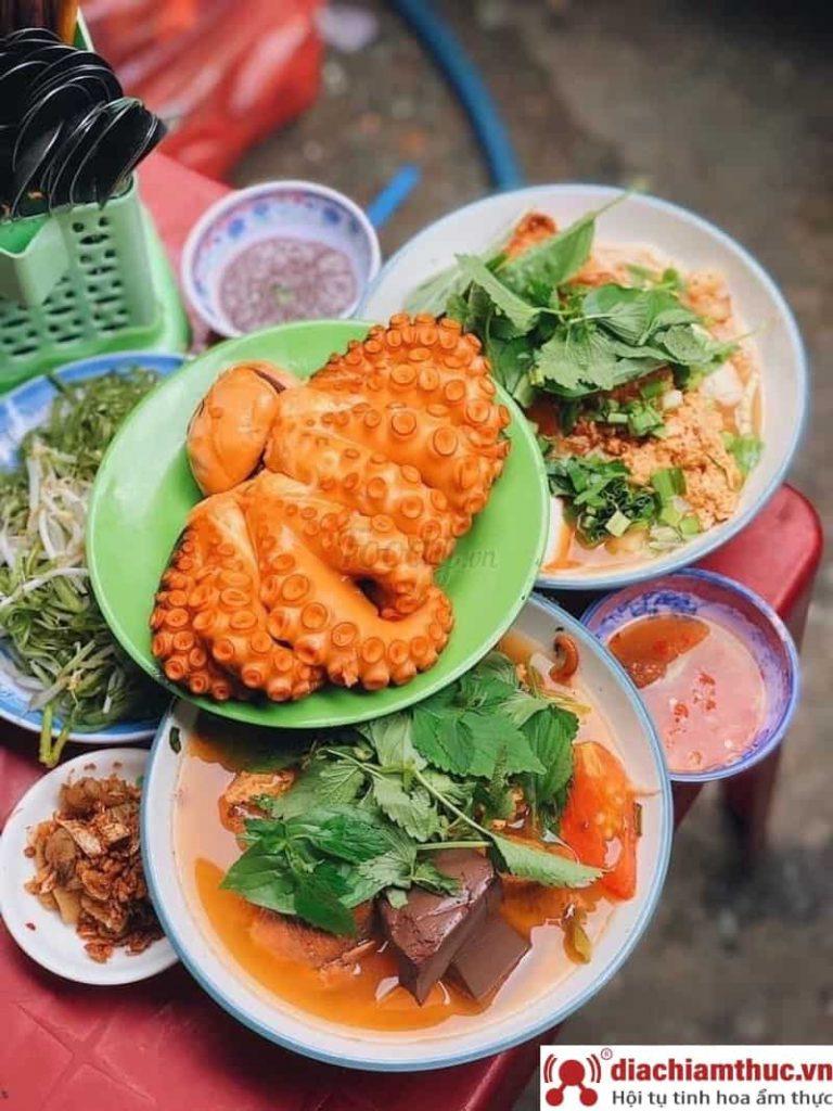 Bún riêu Nguyễn Thị Tần Sài Gòn