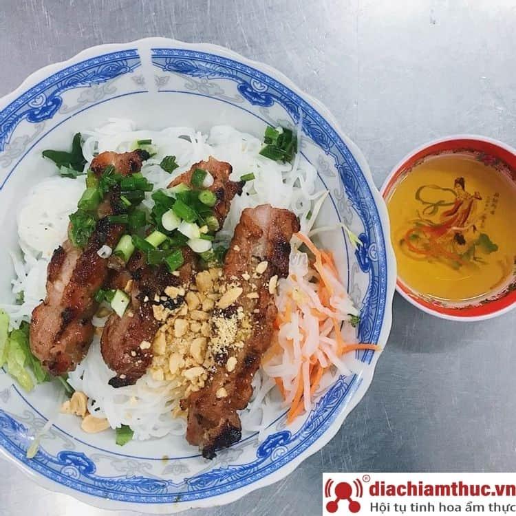 Chị Tuyền bún thịt nướng Quận 1 Sài Gòn
