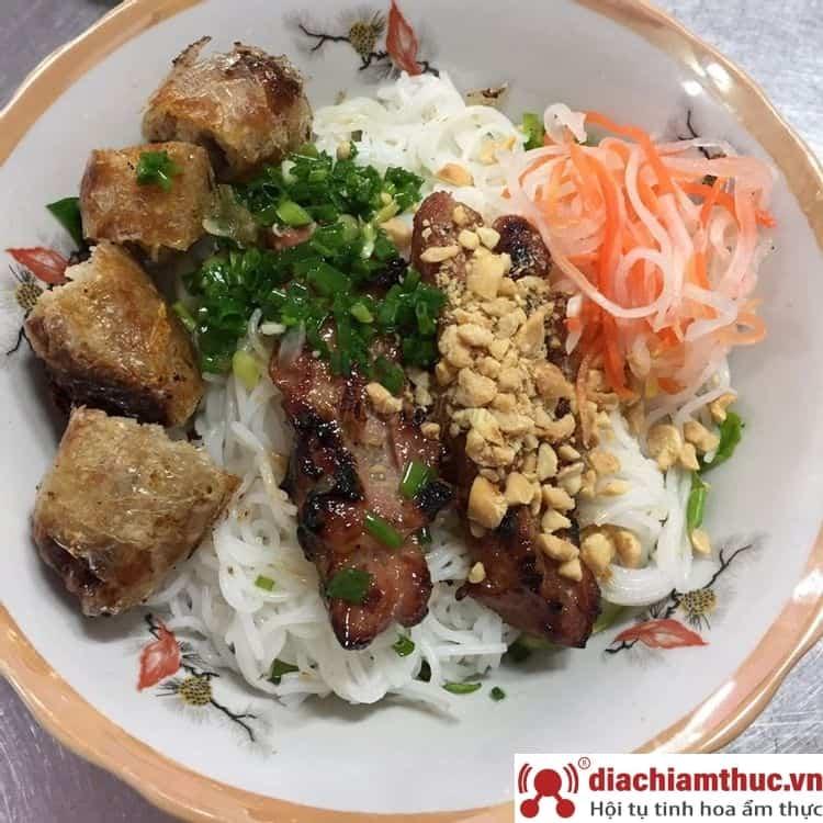 Chị Tuyền bún thịt nướng Quận 1 TPHCM