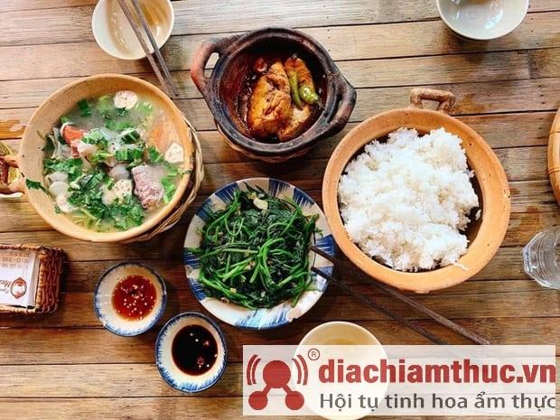 Cơm Quê Mười Khó Sài Gòn