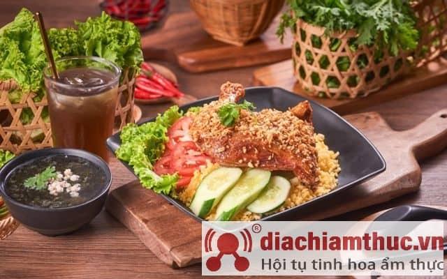 Cơm gà xối mỡ 142 Sài Gòn