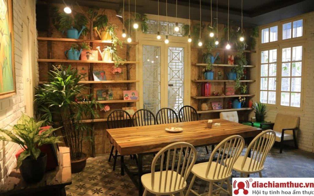 Hoa 10 Giờ – Floral & Book Cafe Hà Nội