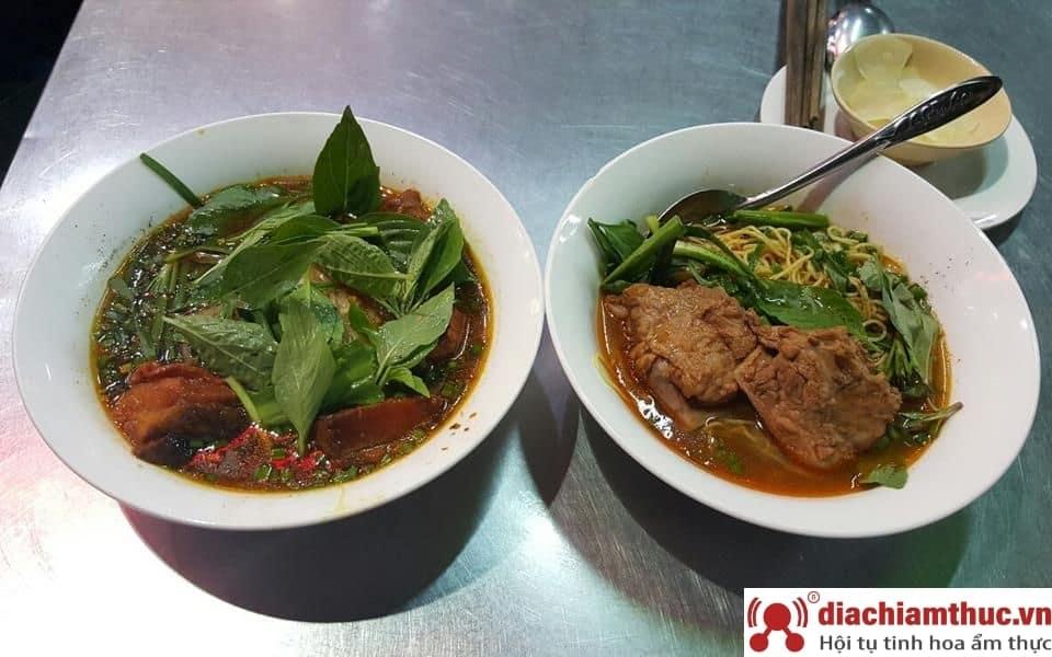 Mì sườn kho Tâm Ký Quận 3 Sài Gòn