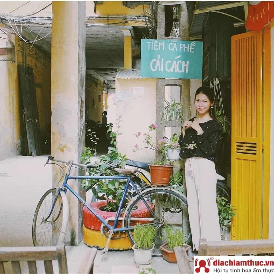 Tiệm cafe Cải Cách - Giải Phóng Hà Nội