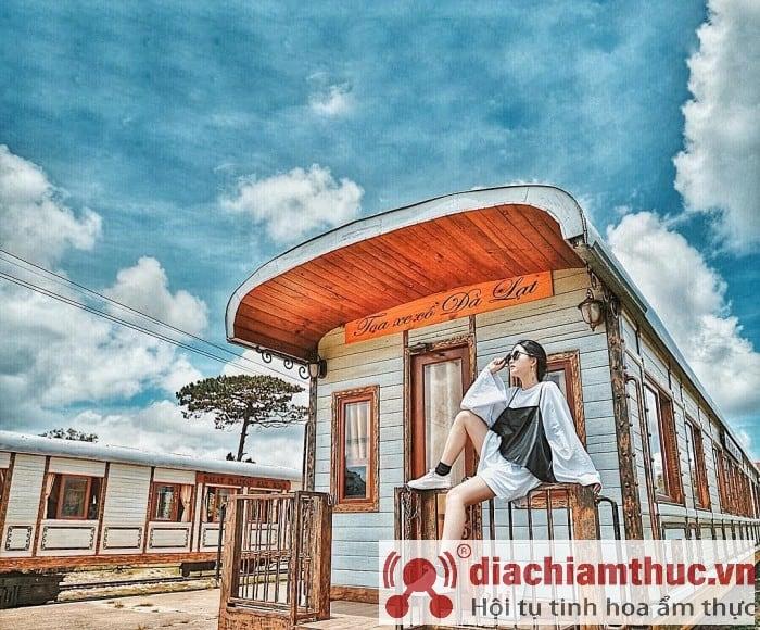check in nhà ga Đà Lạt