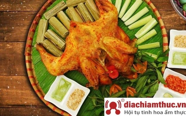 Gà nướng, cơm lam - Đông Hưng Thuận
