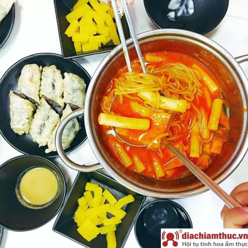 Gukmul Tokbokki – Buffet tokbokki Hà Nội