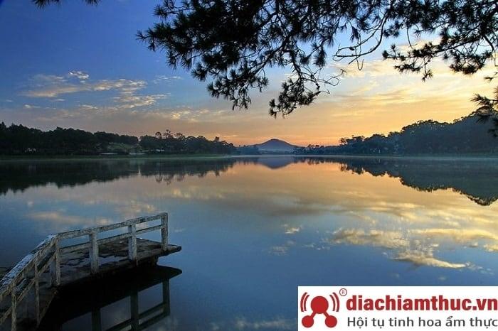 Hồ Nam Phương