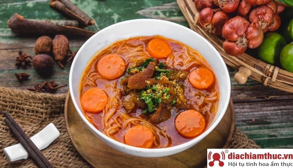 Hủ tiếu bò kho Tham Lương