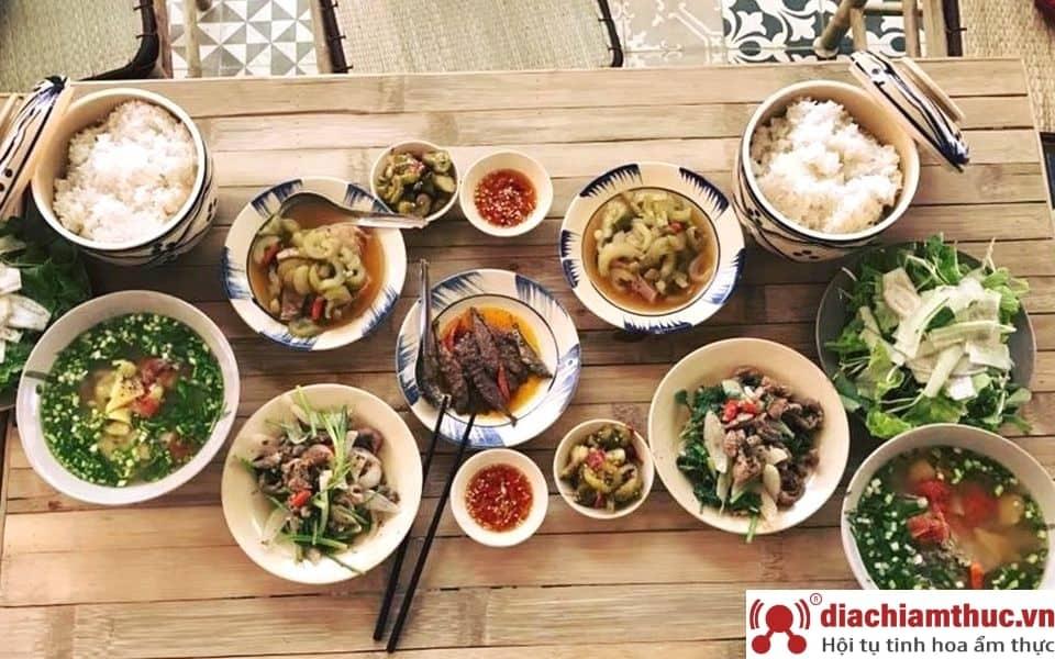 Nhà hàng Cơm quê Mười Khó - Q3