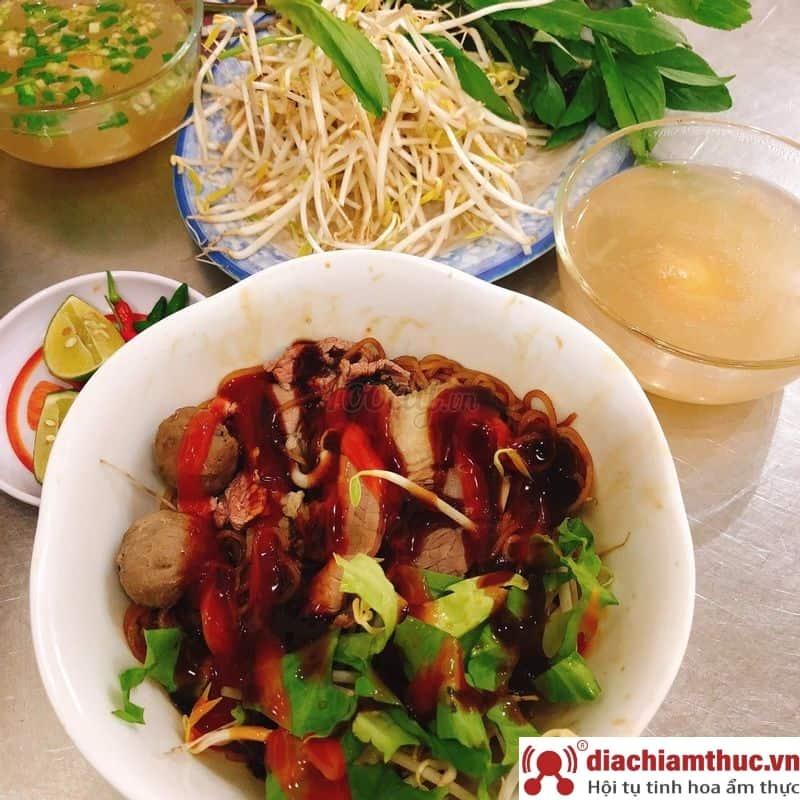 Quán Phở Hưng Nam Ký