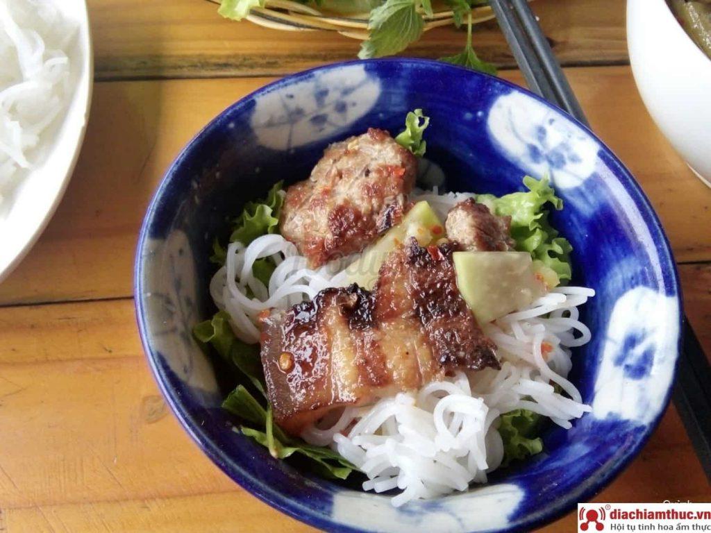 Quán bún chả Hà Nội - Thuỳ Trang