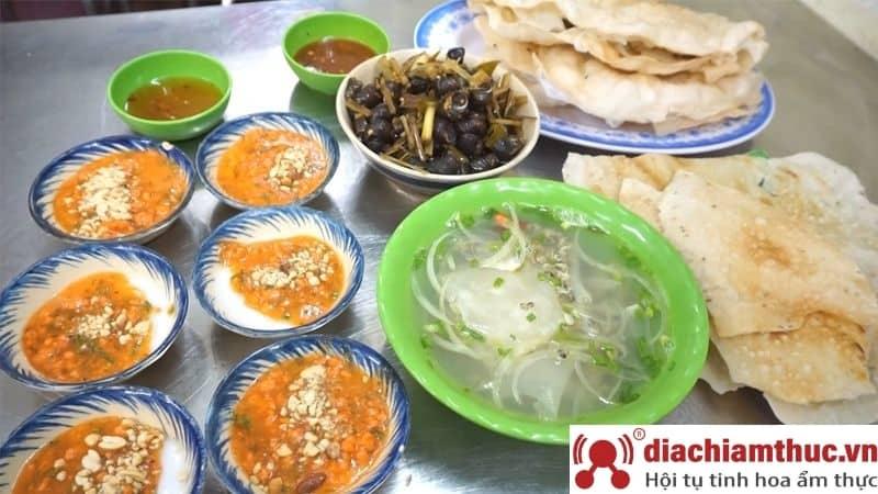 Bánh bèo vỉa hè Thanh Nga đường Kỳ Đồng