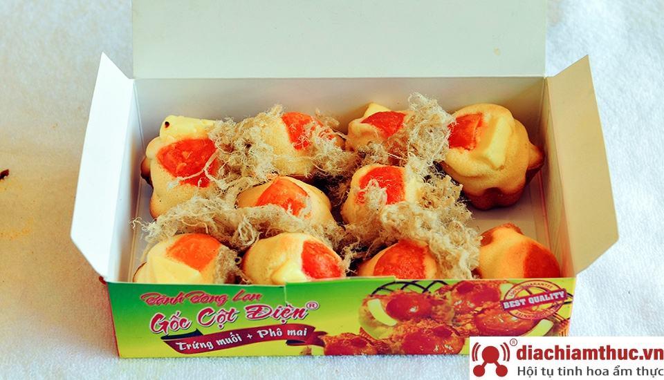 Bánh bông lan trứng muối Gốc Cột Điện làm quà