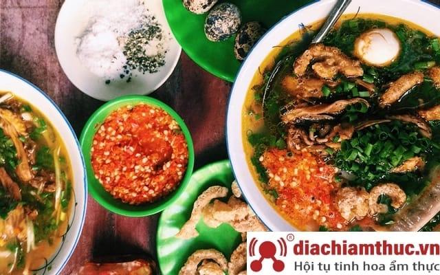 Bánh canh cá lóc Dì Hương tại Huế