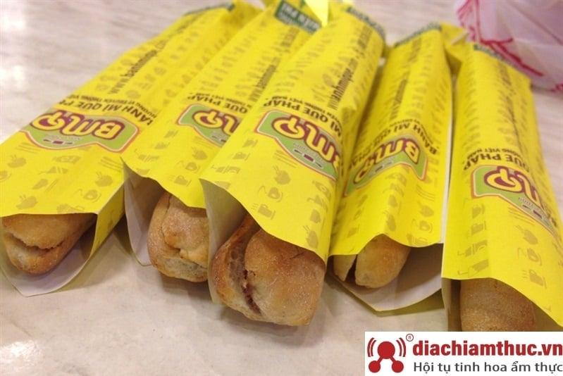 Bánh mì que thương hiệu Pháp - BMQ