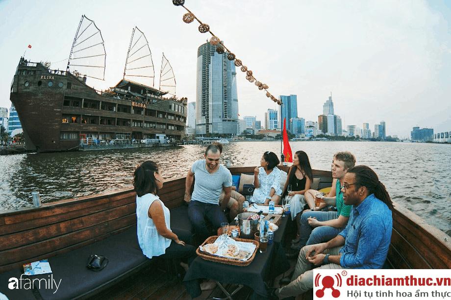 Cà phê du thuyền Sài Gòn Quận 1