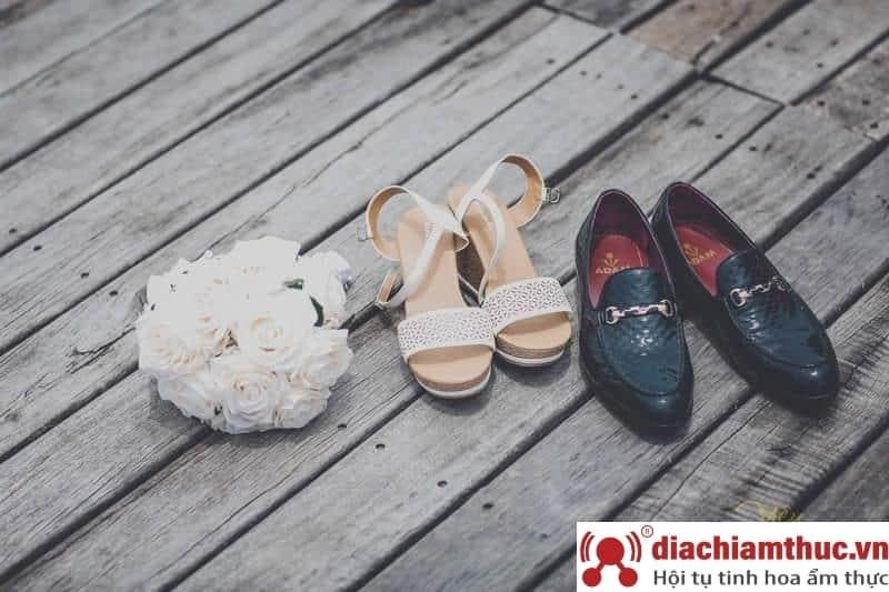 Chuẩn bị giày dép chụp ảnh cưới Nha Trang