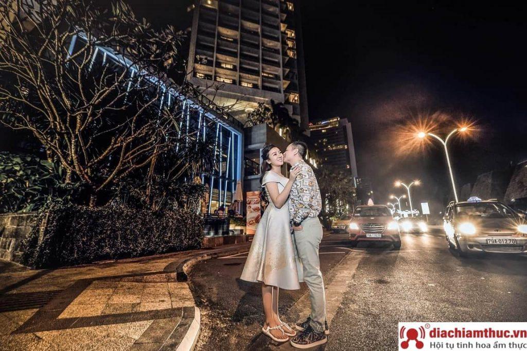 Chụp hình cưới tại Đường phố Nha Trang