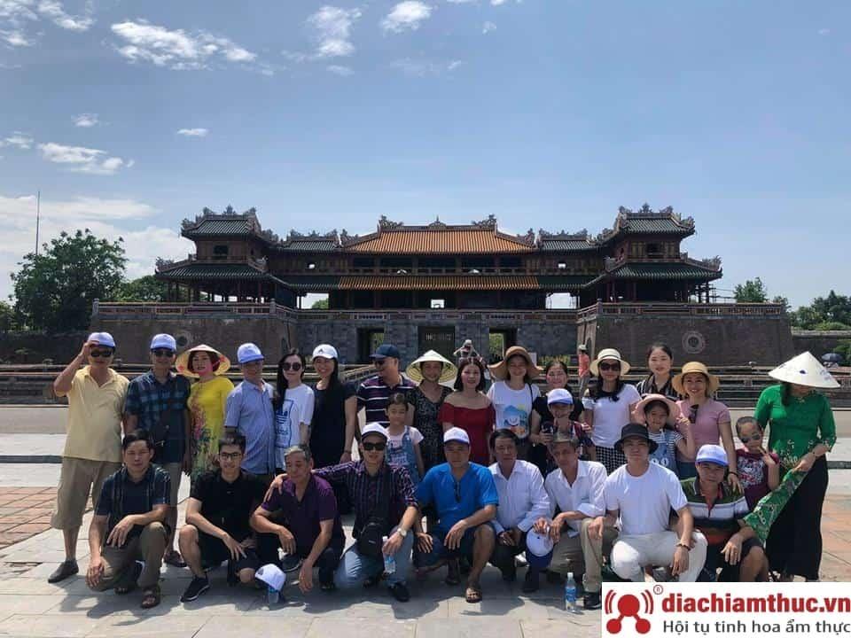 Di chuyển bằng tour từ Đà Nẵng
