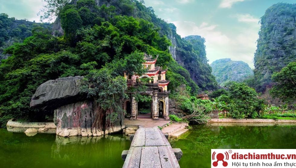Địa điểm tham quan nổi tiếng tại Ninh Bình