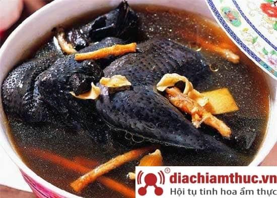 Món Gà đen tại Sapa