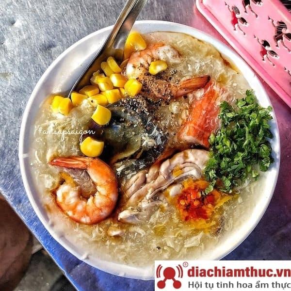Quán súp cua Hằng tại Xóm Chiếu