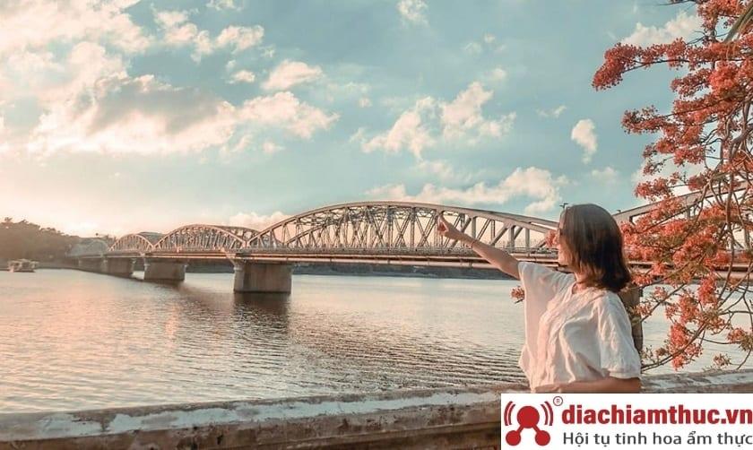 Sông Hương – Cầu Tràng Tiền