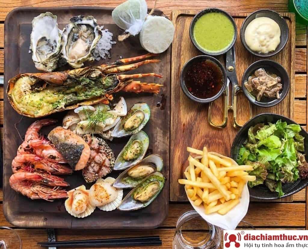 The Deck Sài Gòn - Món ăn