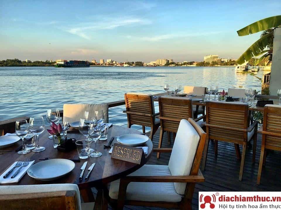 The Deck Sài Gòn - Nhà hàng