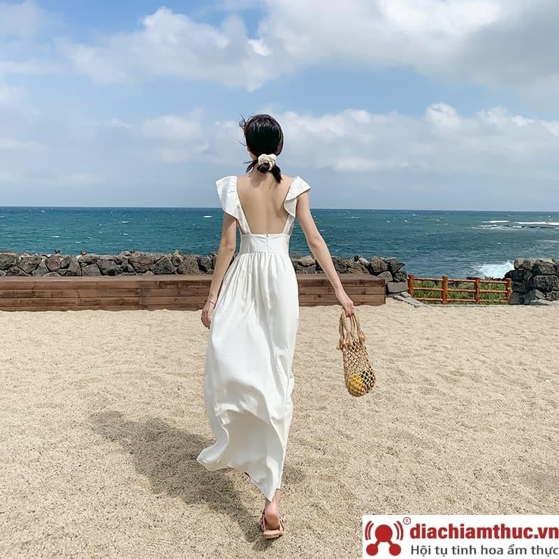 Trang phục đi biển và dạo phố