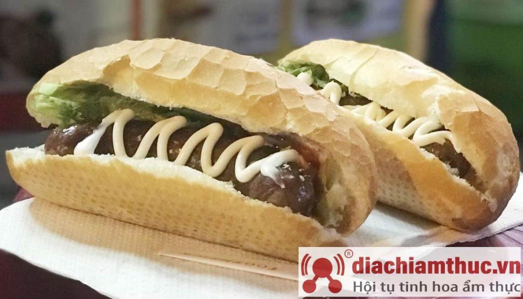 """Bánh mì 'hotdog"""" Anh Tây"""