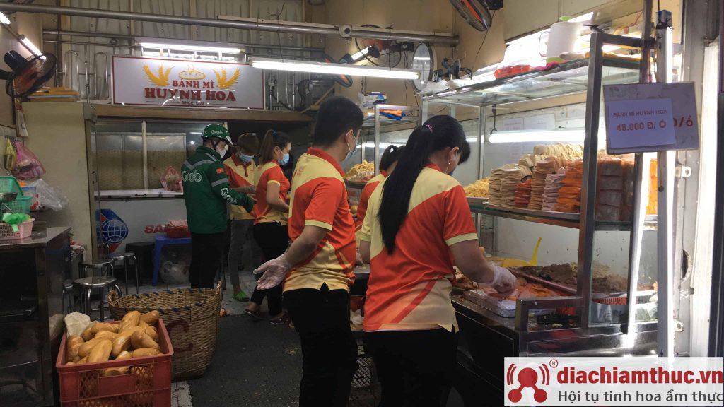 Bánh mì Huỳnh Hoa quận 1