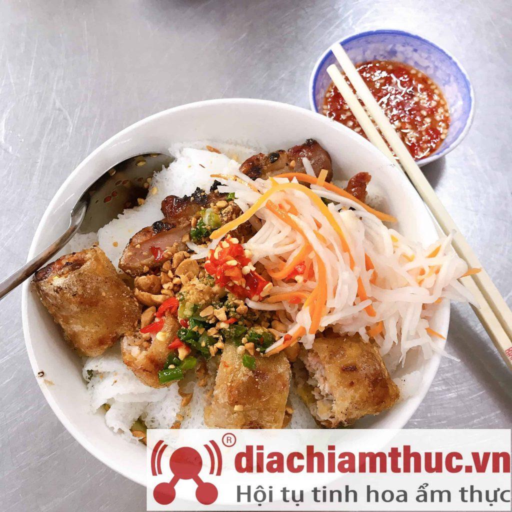 Bún thịt nướng Chị Tuyền