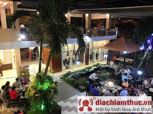Không gian nhà hàng Hương Huyền