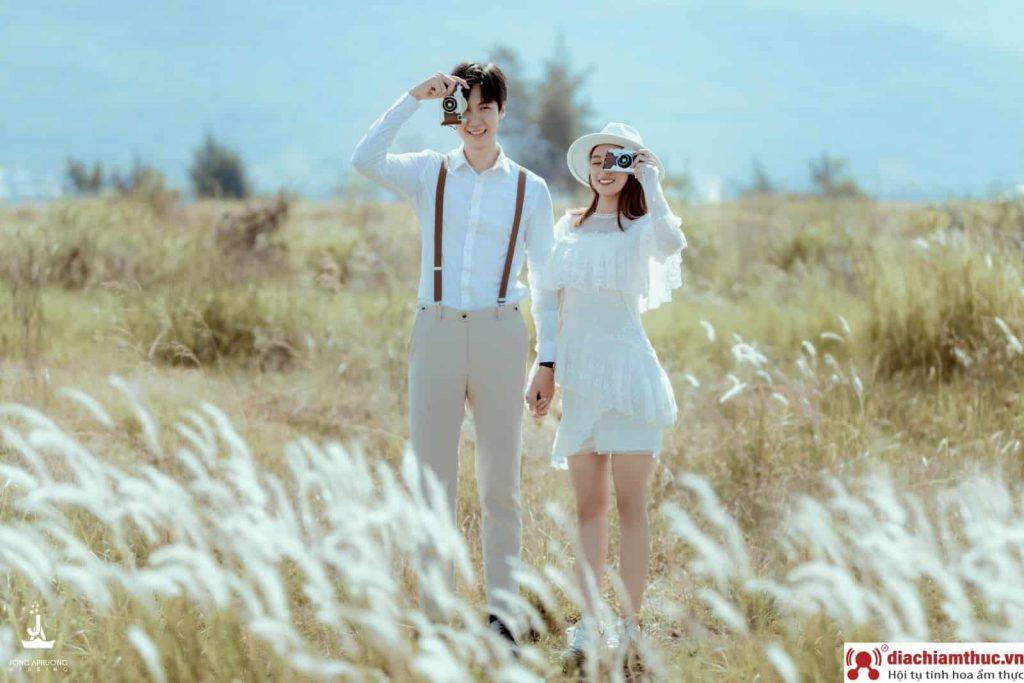 Chụp ảnh cưới tại Cánh đồng lau Đà Nẵng