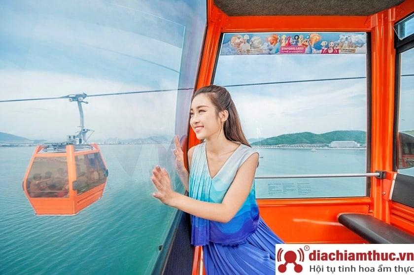 Di chuyển bằng Cáp treo đến Vinpearl Land Nha Trang