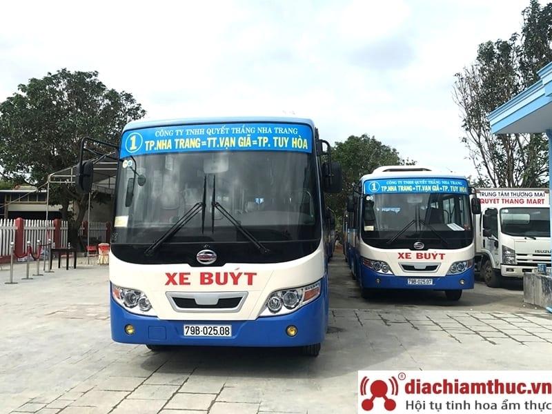 Di chuyển bằng xe bus đến Vinpearl Land Nha Trang