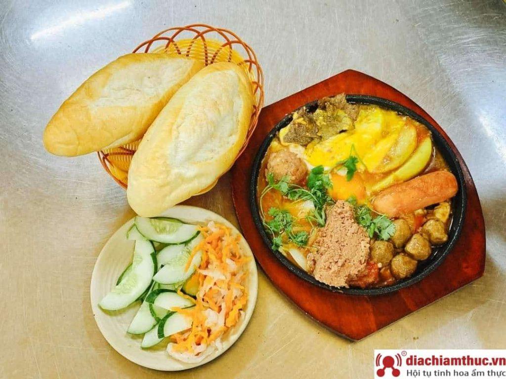 Món bánh mì chảo Hà Nội