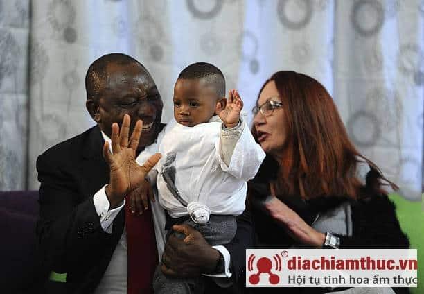 Gia đình nuôi dưỡng Nkosi Johnson